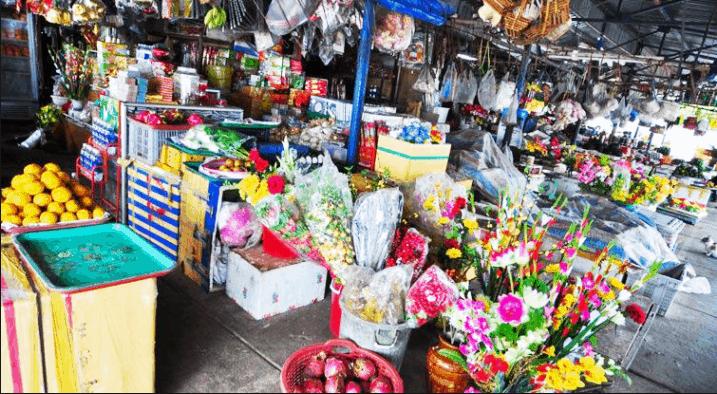 Khu bán hàng khô của chợ Côn Đảo