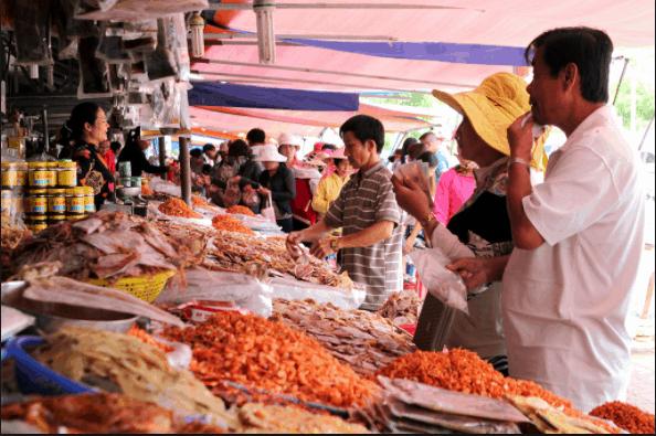 Chợ cá khô Bà Rịa - Vũng Tàu lúc nào cũng đông khách