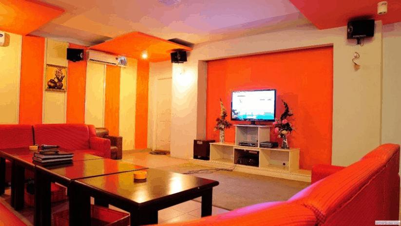 Phòng karaoke của khách sạn để phục vụ nhu cầu giải trí của khách hàng