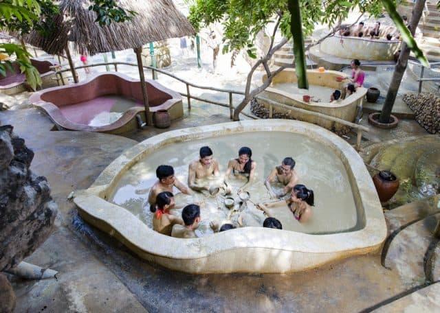 Tắm Bùn Ở Tháp Bà Nha Trang