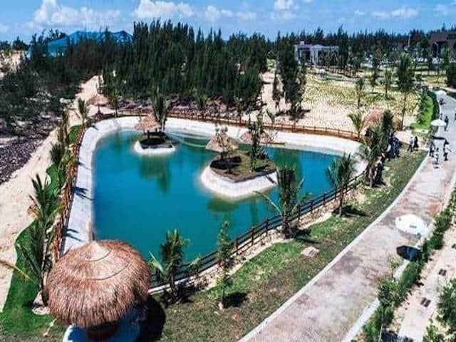Vườn thú FLC Zoo Safari toạ lạc ở khu du lịch biển Nhơn Lý, thành phố Quy Nhơn được thiết kế theo mô hình Safari