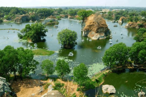 Hình ảnh Hồ Long Ẩn nằm trong khu du lịch Bửu Long