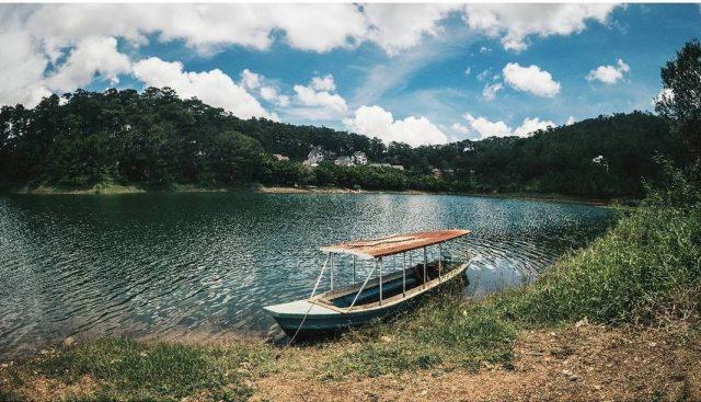 Cảnh sắc nên thơ trữ tình hồ Tuyền Lâm