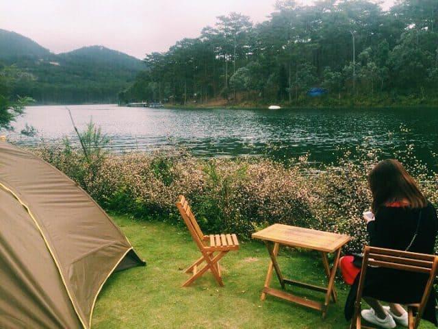 Cắm trại bên hồ Tuyền Lâm
