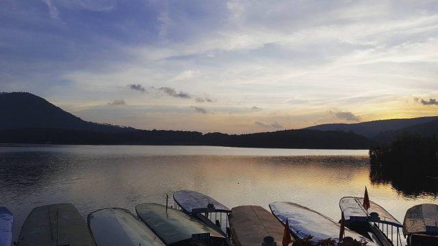 Hoàng hôn trên hồ Tuyền Lâm
