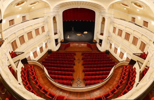 The oval auditorium with 468 seats offers good view from every seat. It is also echo-free and therefore preserves all the sound inside the theatre.