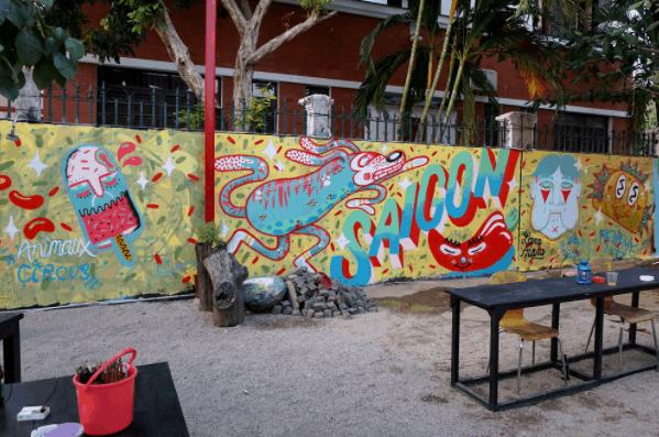 Những bức tường được vẽ theo phong cách Graffiti