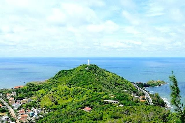 Núi Nhỏ xanh mát một màu