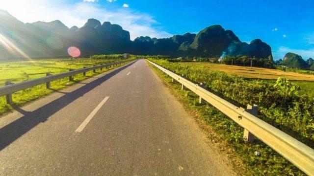 Đường đến suối Bang Quảng Bình