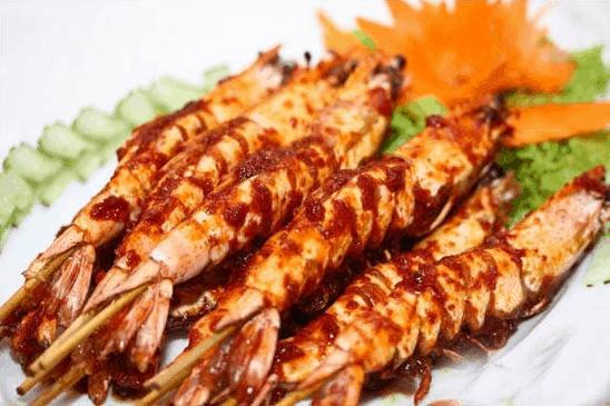 Thưởng thức những món ăn tại nhà hàng Bửu Long