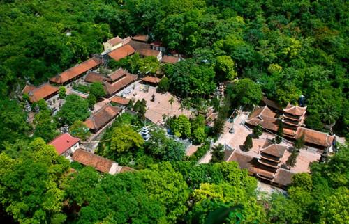 Toàn cảnh chùa Hương từ trên cao