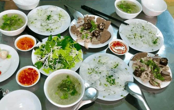 Món bánh hỏi lòng heo ở Sài Gòn (Ảnh ST)