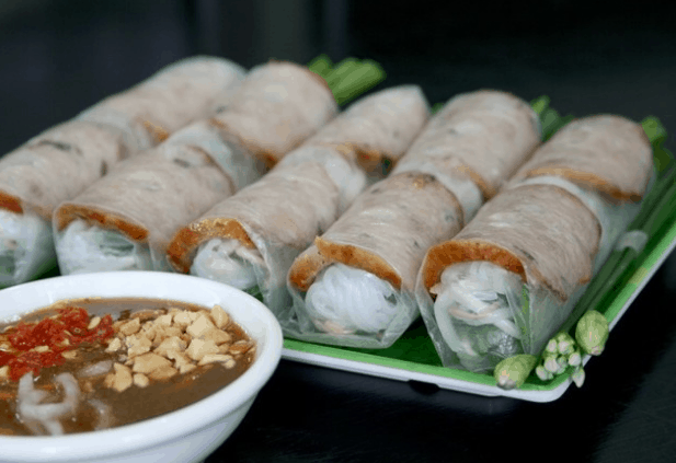 Phố ẩm thực Phan Xích Long (Ảnh ST)