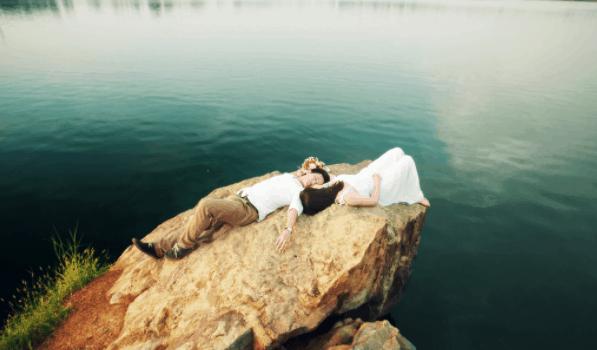 Ảnh cưới độc đáo được chụp tại Hồ Đá