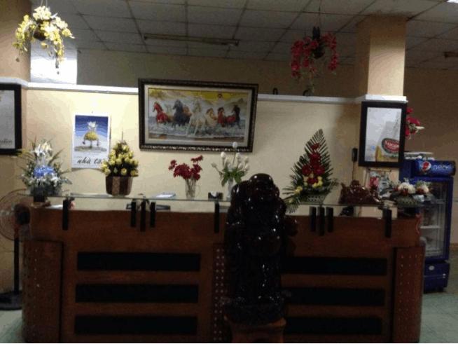 Quầy lễ tân tiếp khách của khách sạn
