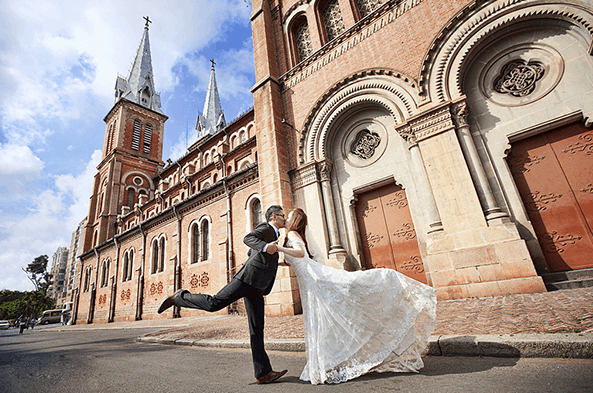 Chụp ảnh cưới đẹp lung linh tại nhà thờ Đức Bà