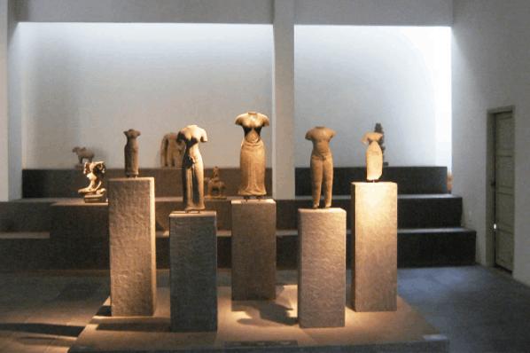 Có nhiều tác phẩm điêu khắc nghệ thuật tại bảo tàng