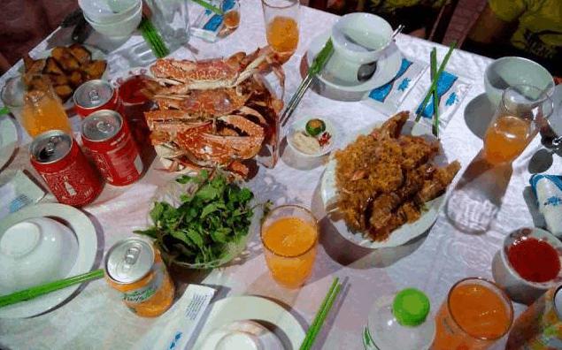 Có rất nhiều món ngon tại quán hải sản Gió Lộng