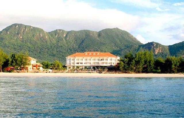 Khu Building của resort nhìn từ xa