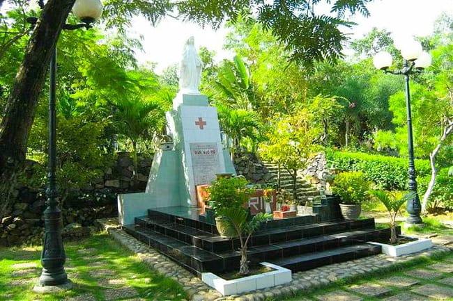 Khu mộ thi sĩ Hàn Mạc Tử (Ảnh: ST)