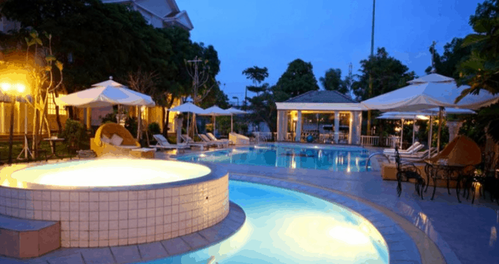 Khu bể bơi sang trọng tại Silver Creek City Resort
