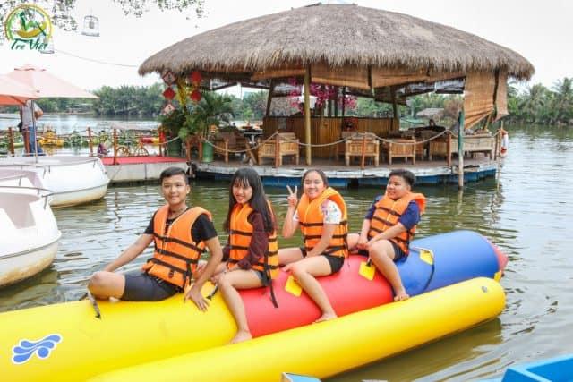 Chèo thuyền chuối (Ảnh: Làng Du lịch Tre Việt)