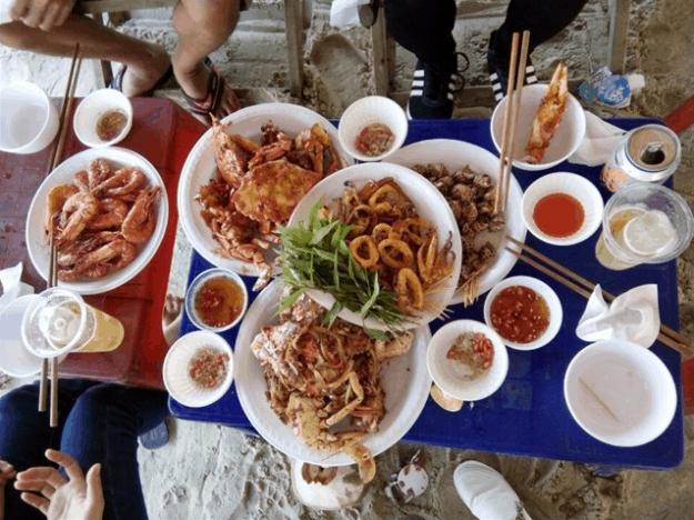 Bữa ăn hấp dẫn tại Long Cung