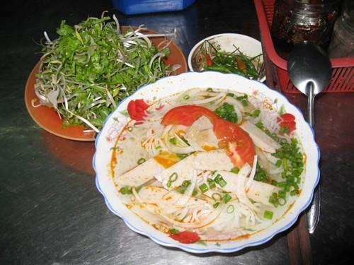 Bạn có thể thưởng thức bún cá ở bất kì nơi nào tại Nha Trang