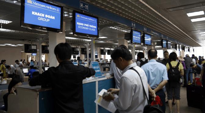 Làm thủ tục bay tại sân bay Cam Ranh (Ảnh ST)