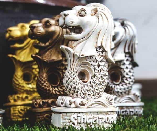Quà lưu niệm in hình sư tử biển Merlion- biểu tượng Singapore