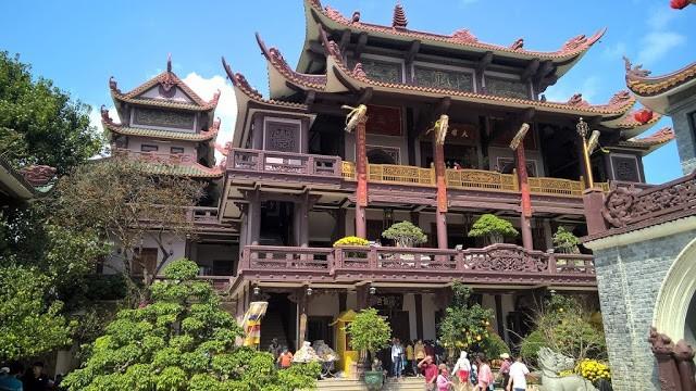 Du lịch miền Trung không thể bỏ qua Chùa Thiên Hưng (Ảnh ST)