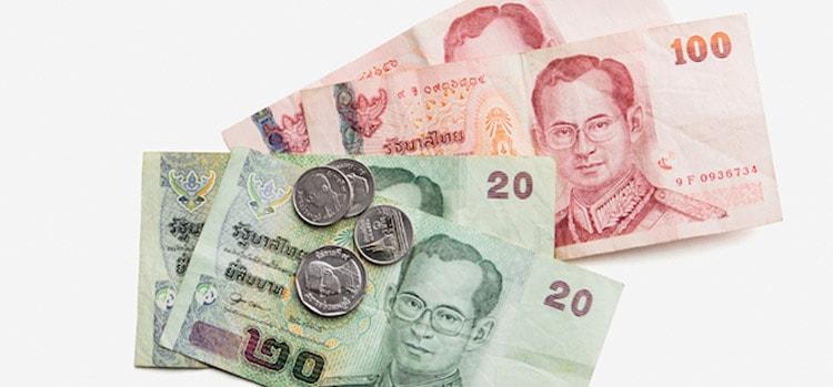 Bạn có thể đổi tiền Thái trước ở Việt Nam khá đơn giản (ẢNH ST)