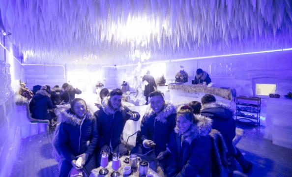 Trải nghiệm Noel mới lạ ở Sài Gòn tại các quán cà phê băng