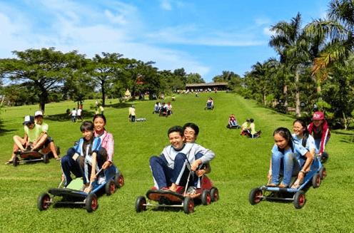 Trò chơi trượt khó thú vị tại khu du lịch Vườn Xoài