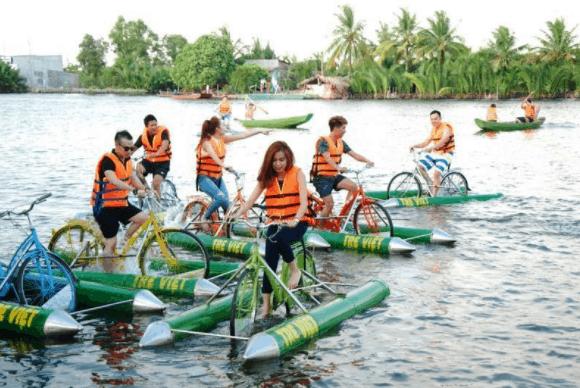 Vui chơi thỏa thích với trò đạp xe trên sông