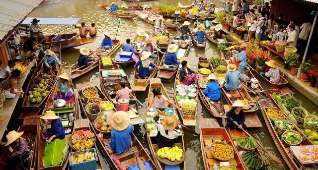 Chợ nổi bốn miền nhộn nhịp người mua kẻ bán (Ảnh ST)