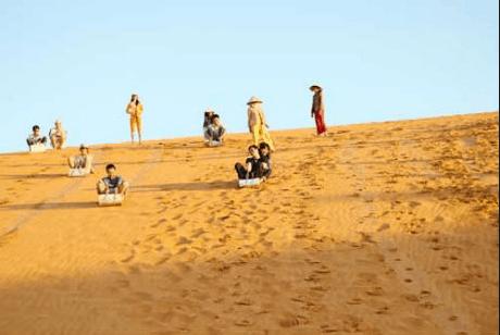 Trượt cát ở đồi cát Bay