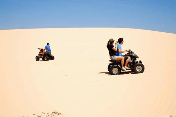 Cưỡi xe địa hình khám phá đồi cát Mũi Né
