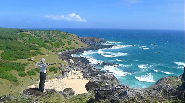 Bao quát vẻ đẹp đảo Phú Quý