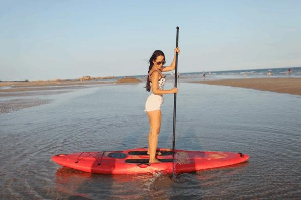 Lướt ván thuyền ở Coco Beach Camp