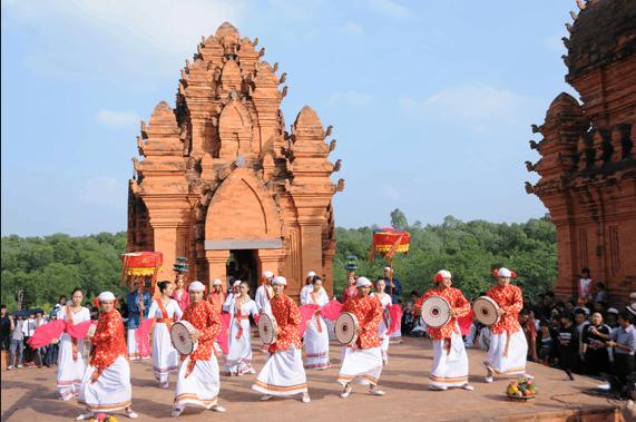 Lễ hội tổ chức ở tháp Chàm Poshanư BÌnh Thuận