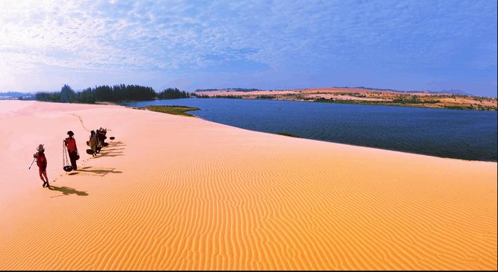 Đồi cát hấp dẫn khách du lịch
