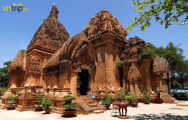 Quần thể kiến trúc độc đáo của Tháp Bà Ponagar Nha Trang (Ảnh: Sưu tầm)