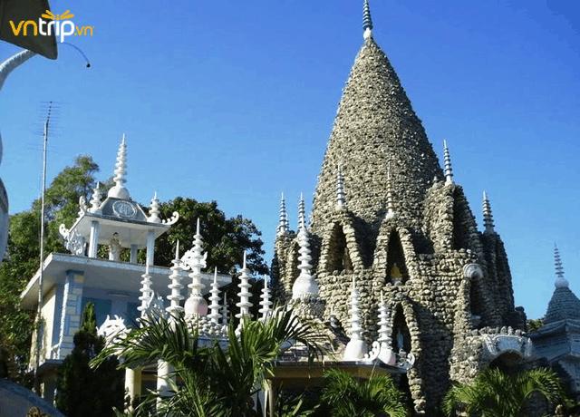 Du lịch Nha Trang tới thăm chùa Ốc (Ảnh: Sưu tầm)