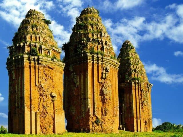 Mỗi tòa tháp lại được trang trí khác nhau (Ảnh ST)