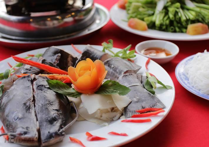 Lẩu cá lăng nấu có tác dụng giải nhiệt rất tốt (Ảnh ST)
