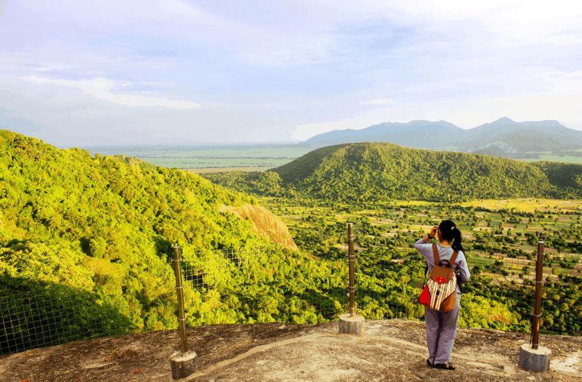 Ngắm nhìn cảnh đẹp trên đỉnh núi Cô Tô