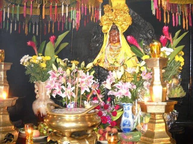 Bên trong tòa tháp thờ thần Ponagar (Ảnh ST)