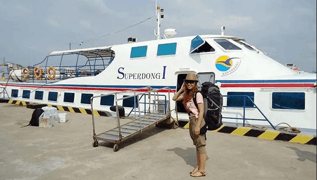 Tàu thủy là phương tiện được nhiều du khách lựa chọn tới Phú Quốc