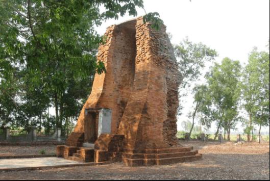 Tháp cổ Vĩnh Hưng ở Bạc Liêu